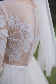 Suknia ślubna z koronką, wedding dress, artystyczna fotografia ślubna