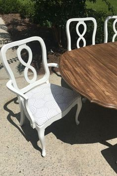Check out this before and after flea market dining set furniture flip idea. Decorate for cheap with painted furniture idea. Get creative with this upcycle project. #hometalk