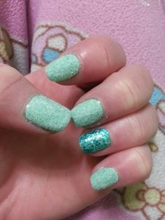 Beautiful nails with green velvet flower Velvet-Nails-with-Gl Opi Nails, Glitter Nails, Cheap Makeup Online, Velvet Nails, Nail Designs Pictures, Nails 2018, New Nail Art, Pretty Designs, Fashion Styles