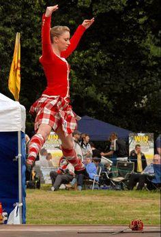 Kilt with red jacket from the side Scottish Highland Dance, Scottish Highlands, Drum Major, Plaid Skirts, Dress Red, Tartan, Sword, Dancing, Action