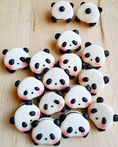Panda macarons are here, but are they too cute to eat? - Melly eats the world . - Panda macarons are here, but are they too cute to eat? – Melly eats world … – Panda macarons - Macaroons, Macaron Cookies, Macaroon Cake, Macaroon Recipes, Cute Desserts, Delicious Desserts, Yummy Food, Bolo Panda, Kreative Desserts
