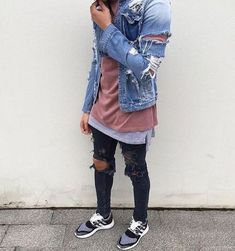 Best and Unique Mens Streetwear Ideas. For quite a while, streetwear and luxury proved mutually exclusive. Streetwear has revolutionized the area of fashion, and it has come to be a lifestyle. Dope Fashion, Denim Fashion, Urban Fashion, Fashion Outfits, Fashion Clothes, Fashion Shoes, Womens Fashion, Moda Blog, Men With Street Style
