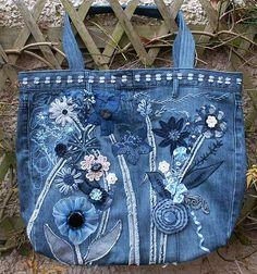 Le sac est orné de fleurs de fantaisie en laine, coton, dentelle, fil, ruban, net et broderies,Bags of fun Gallery