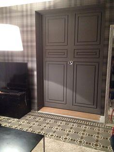 Porte à tableaux coulissante en médium peint. AMG Agencement Furniture, Armoire, Decor, Home Decor