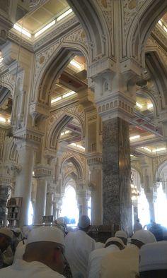 Inside Masjid al Haram (Architecture) Masjid Al Haram, French Architecture, Indian Architecture, Beautiful Mosques, Beautiful Buildings, Abu Dhabi, Arab States, Mekkah, Islamic Pictures