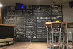 Design Interieur Lobby Bar Montréal  #bar #montreal #design #plateau #plancher #tables #stool #chaises #vintage #tableaux  www.lobbybar.ca