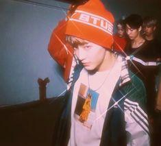 { heartthrob mark lee } on We Heart It Mark Lee, Retro Aesthetic, Kpop Aesthetic, Jaehyun, Nct 127 Mark, Jisung Nct, Grunge, Most Beautiful Man, Wattpad