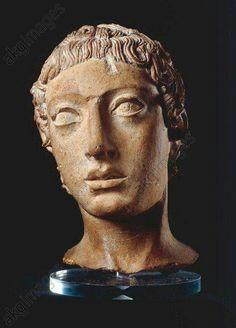 - Cabeza de un guerrero Etrusco . Arcaico Tardio . 1er cuarto del siglo V a.C. Terracota . Templo Porto naccio en Veii ./tcc/