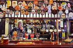 travel london   east end food tour - pub pride of spitalfields   ©luziapimpinella.com