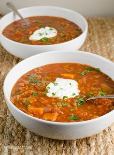 Slimming Eats Spicy Tomato and Lentil Soup - gluten free, dairy free, vegetarian, slimming world and Weight Watchers friendly Diet Recipes, Vegetarian Recipes, Cooking Recipes, Healthy Recipes, Red Lentil Recipes, Recipies, Slimming Eats, Slimming World Recipes, Red Lentil Soup