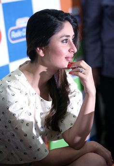 Kareena Kapoor and Imran Khan look chic while promoting their upcoming film which is all set for release on November. Bollywood Gossip, Bollywood Fashion, Bollywood Stars, Kareena Kapoor Son, Randhir Kapoor, Beautiful Bollywood Actress, Most Beautiful Indian Actress, Beautiful Actresses, Indian Celebrities