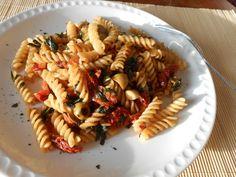 Pasta mit getrockneten Tomaten #fussili #getrocknetetomaten #basilikum #italienisch #pflanzenessen #vegan #ohnetiere