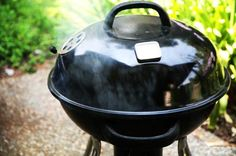 Don& have a smoker? Smoke ribs on your Weber grill, low and slow. Step-by-step instructions on how to smoke meat on your kettle grill. Ribs On Grill, Bbq Grill, Barbecue Pit, Pork Ribs, Grilling Tips, Grilling Recipes, Bbq Tips, Rib Recipes, Cooker Recipes