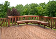 Simple Backyard Landscaping In Cool Deck Ideas At Modern House Cool Small Decks Small Deck Designs, Wood Deck Designs, Deck Railing Design, Deck Railings, Cable Railing, Small Decks, Cool Deck, Diy Deck, Terrasse Design