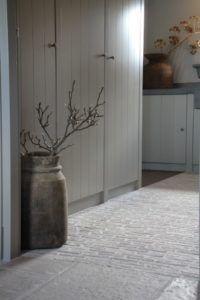 Interieurprojecten - Frieda Dorresteijn Rustic Chic, Mudroom, Cottage, Shelves, Flooring, Living Room, Interior Design, House Styles, Inspiration