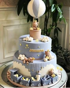 Baby Shower Cakes - Cute bear cake with hot air balloon!