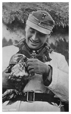 ✠ Friedrich Höhne (27 April 1915 - 14 March, 1962) RK 03.05.1942 Hauptmann Kdr III./Jäg.Rgt 204 97. Jäger – Division [253. EL] 08.06.1943 Major Kdr III./Jäg.Rgt 204 97. Jäger – Division