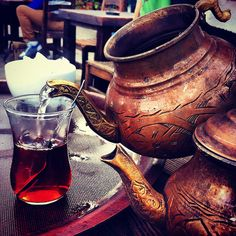 Cup of turkish tea? don`t mind if I do Turkish Delight, Turkish Coffee, Istanbul, Café Design, Teapots And Cups, Middle Eastern Recipes, Moscow Mule Mugs, Tea Time, Tea Party