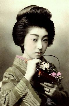 the geisha teruha Japanese Beauty, Japanese Girl, Asian Beauty, Japanese Things, Old Pictures, Old Photos, Vintage Photographs, Vintage Photos, Old Photography
