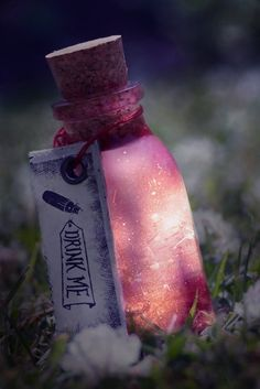 potion - Drink-me: could do these where there are fairy in them and the glass is glow in the dark for table decor