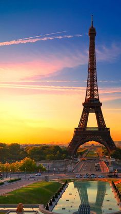 The Eiffel Tower - you are so majestic. To see you, to see Paris, I'd be living a dream. Paris Torre Eiffel, Paris Eiffel Tower, Eiffel Towers, The Places Youll Go, Places To Go, Beautiful World, Beautiful Places, Beautiful Sunset, Paris Wallpaper