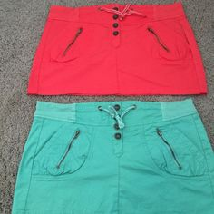 Ci Sono LA size L Coral and Mint Skirts Size L Ci Sono LA skirts Coral and Mint very cute for summer Never worn I am selling these together. Ci Sono Los Angeles Skirts Mini