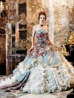 Stella de Libero... This would make an AWESOME and daring wedding gown!