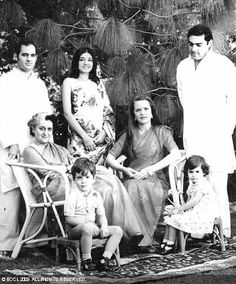 India News: Indira Gandhi's private secretary R K Dhawan, part of the sanctum sanctorum of former PM's office and residence, has spilled the beans on Emergency. Indira Gandhi, Mahatma Gandhi, Rare Pictures, Rare Photos, Rajiv Gandhi, Sonia Gandhi, Birthday Wishes For Friend, History Of India, Photography