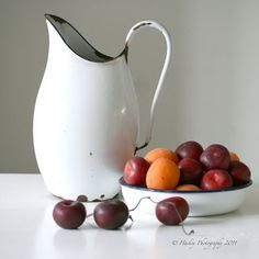 A simple still life by Henk Helmantel. If this is a painting, then it has a photographic clarity. Good balance.