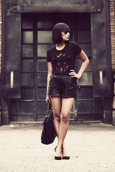 everything black - Via @Kenny Milano #IDEMTIKOsay Amazing outfit!............oh how I miss my black bob with bangs :(