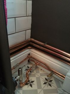 Leaving the copper pipework on show for Edwardian radiator