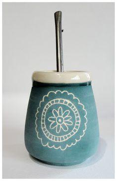 Cerámica y Diseño-Tres Margaritas: Mates Ceramica Artistica Ideas, Cerámica Ideas, Yerba Mate, Bubble Art, Coffeehouse, Sgraffito, Ceramic Painting, Ceramic Pottery, Bubbles