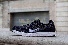 sports shoes 53ef4 ce26b NIKE MAYFLY BLACK WHITE www.cornerstreet.fr