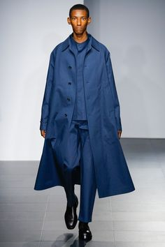 See the complete Jil Sander Spring 2017 Menswear collection.