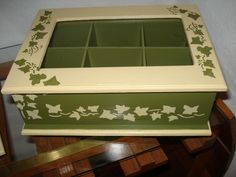 CAJAS DE MADERA PINTADAS A MANO Y TRABAJADAS CON STENCIL. Decoupage Tutorial, Decoupage Box, Ceramic Boxes, Wooden Boxes, Shabby Boxes, Collage Vintage, Tea Box, Altered Boxes, Painted Boxes