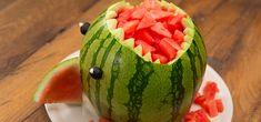 """Egal, ob auf einem Kindergeburtstag oder als Nachtisch beim sonntäglichen Grillen im Park: Der Melonen-Hai ist das - Vorsicht Wortspiel - """"Hai-Light"""" bei eurem nächsten Buffet."""