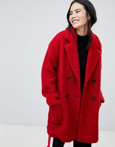 Buy Bershka pocket detail double breasted car coat in red at ASOS. With free delivery and return options (Ts&Cs apply), online shopping has never been so easy. Get the latest trends with ASOS now. Red Winter Coat, Cute Winter Coats, Winter Coat Outfits, Fall Outfits, Legging Outfits, Hermes Birkin, Mode Mantel, Quirky Fashion, Winter Mode