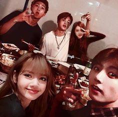 Kpop Couples, Cute Couples, Foto Jungkook, Bts Jimin, V Taehyung, Namjoon, Todoroki Cosplay, Breastfeeding Photos, Squad Photos