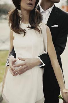 Editorial de moda de novias inspirada en la estética de los años sesenta:Novia con dos coletas