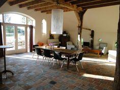 Licht, ruimte, comfort & robuust.. Eten met familie, vergaderen, flexplek, trainen en workshops.. het kan hier allemaal