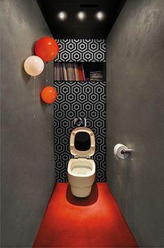 WC béton et rouge