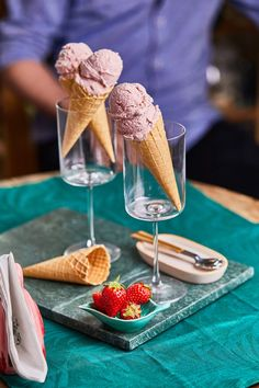Banános-epres fagyi | Street Kitchen Naan, Sorbet, Chocolate Fondue, Fudge, Dairy, Food And Drink, Ice Cream, Sweets, Cheese
