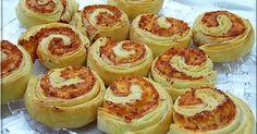 Limara péksége: Pizzás csiga gyors levelestésztából Hungarian Recipes, Hungarian Food, Ring Cake, Bread Rolls, Croissant, Scones, Cake Recipes, Bakery, Cheesecake