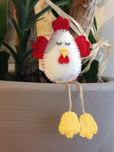 Handmade Easter hen in creamy white felt, with red stitching, wings and crest and yellow paws. Available in various colors, please contact me for more information :-) The hen has a removable stick, to be used as a decoration for plants and flowers. If you want you can chose to order it with