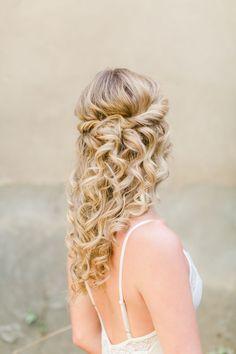 Wedding hairstyle; Featured Photographer: PASTEL STORIES via hochzeitswahn.de