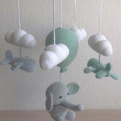 """151 synes godt om, 14 kommentarer – @mormorshaekleliv på Instagram: """"Så er endnu en elefant fløjet hjemmefra, og denne gang med lidt ekstra hjælp fra et par små fly…"""""""