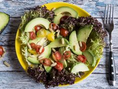 Lesen Sie, wie Avocado, Oliven und einige Samen Ihnen zu einer straffen Körpermitte verhelfen.