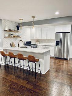 Home Decor Kitchen, Diy Kitchen, Home Kitchens, Kitchen Dining, Kitchen Ideas, Kitchen Island Stools, Kitchen Trends, Rustic Kitchen, Kitchen Hacks
