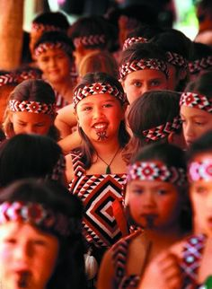 New Zealand Campervan and Motorhome Hire - Maori History and Culture in New Zealand. Travel around New Zealand in a Motorhome. We Are The World, People Of The World, Auckland, Maori Tribe, New Zealand Tours, Maori People, Maori Art, Kiwiana, Polynesian Culture