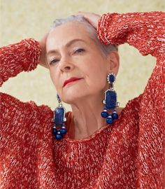 Lyn Slater, aka the Accidental Icon, has become a true over 40 icon and this one of her first interviews where she shares some of the secrets about her style. Clothes For Women Over 40, Fashion For Women Over 40, Look Fashion, Womens Fashion, Fashion Trends, Fashion 2018, Fashion Online, Fashion Bloggers Over 40, Accidental Icon